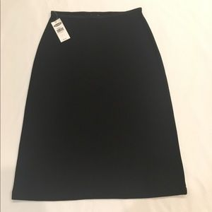 Dresses & Skirts - NWT Skirt lightweight stretch fabric